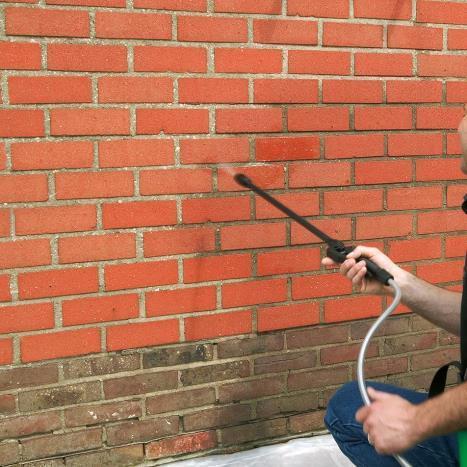 Comment peindre un mur extérieur en briques ?