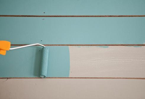 Peindre un sol en bois