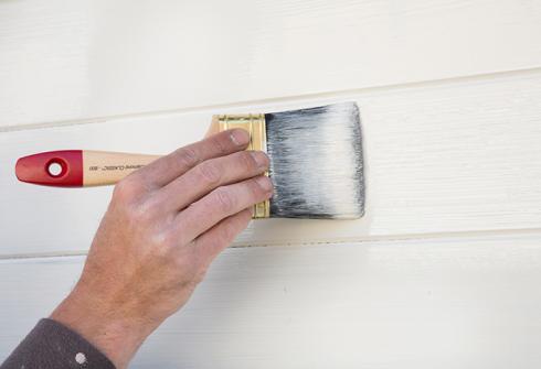 Peindre un abri de jardin en bois