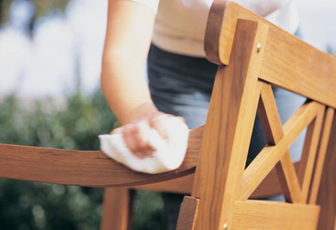 Comment huiler des meubles de jardin en teck