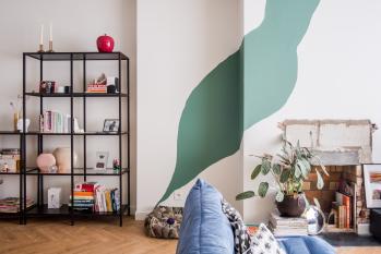 Créez un effet inattendu dans le living avec des formes colorées