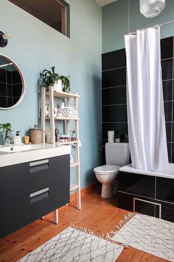 Profitez des tons bleus dans votre salle de bains