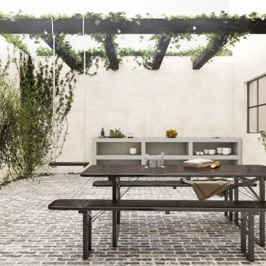 Créez une oasis de tranquillité dans la cour intérieure avec des couleurs de peinture inspirées par la nature