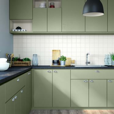 Peignez vos vieilles armoires de cuisine vert olive doux et le mur carrelage blanc pour un nouveau look