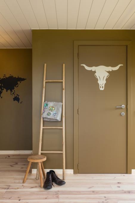 Peignez votre mur en brun