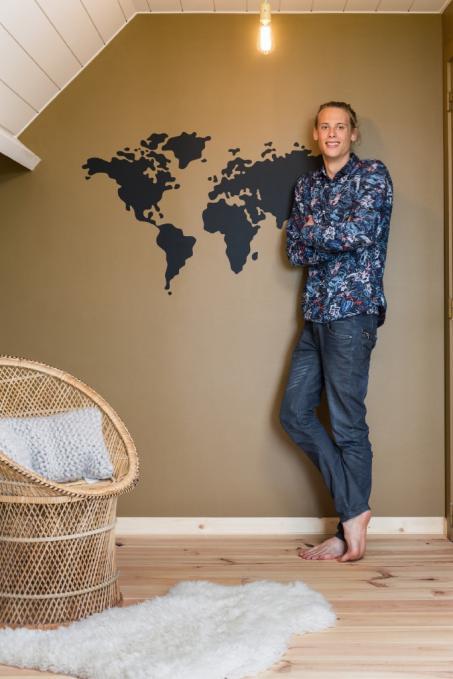 coller une carte du monde dans votre mur