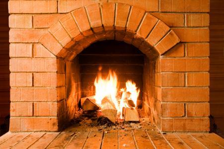 Peindre une cheminée en brique : une nouvelle vie à votre intérieur