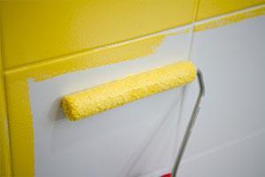Peindre le carrelage de la salle de bain