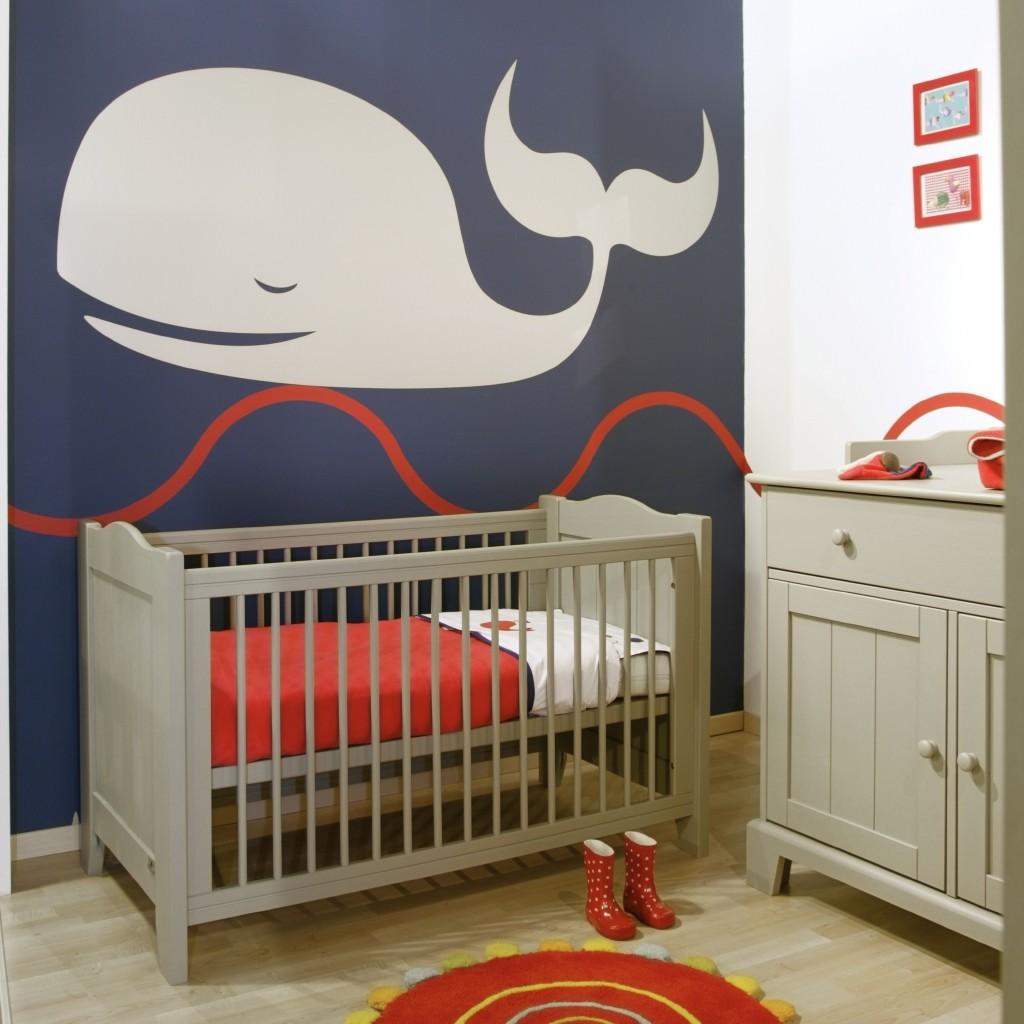 Babykamer schilderen en inrichten Walvis rood-blauw