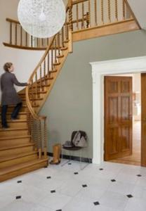 Blog de ideale kleuren om de hal te schilderen - Behang voor trappenhuis ...