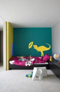 Transformez la chambre de votre enfant en une joyeuse ménagerie grâce aux autocollants muraux