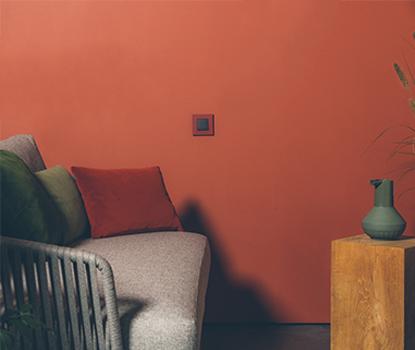 diepe warme verfkleuren in de woonkamer