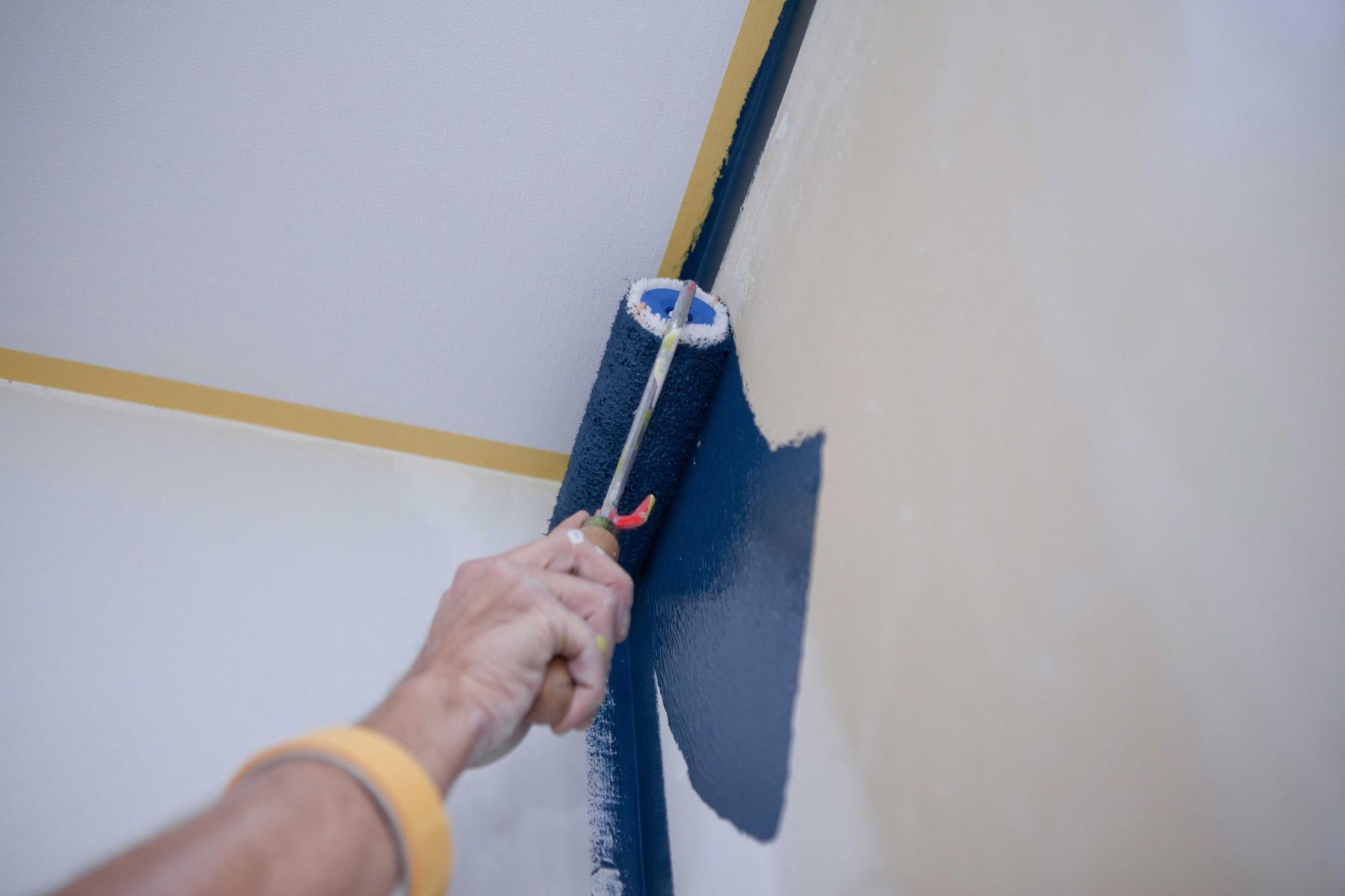 Appliquer toujours un primer (couche de fond) sur le mur à peindre