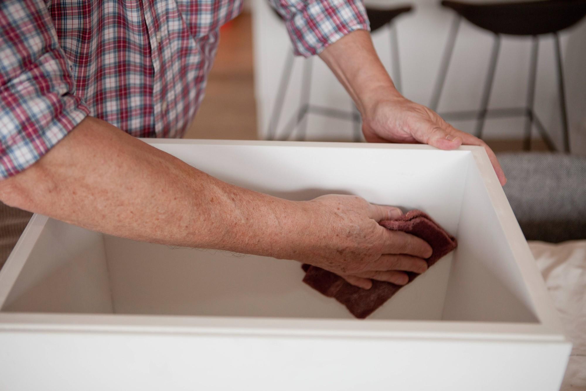 Houten meubilair weer trendy met lakverf