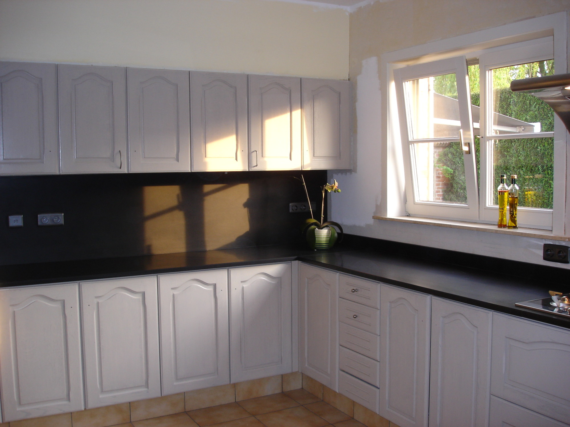 Eikenhouten Keuken Verven : Blog – Eikenhouten keukenkasten schilderen – colora.be
