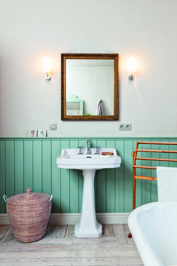 Badkamer klassieke wastafel muntgroen