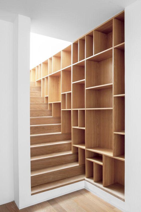 un ensemble de vos marches d'escalier et de vos étagères murales