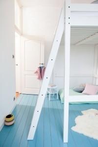 Plafond schilderen: breng de verf aan in stroken naast elkaar