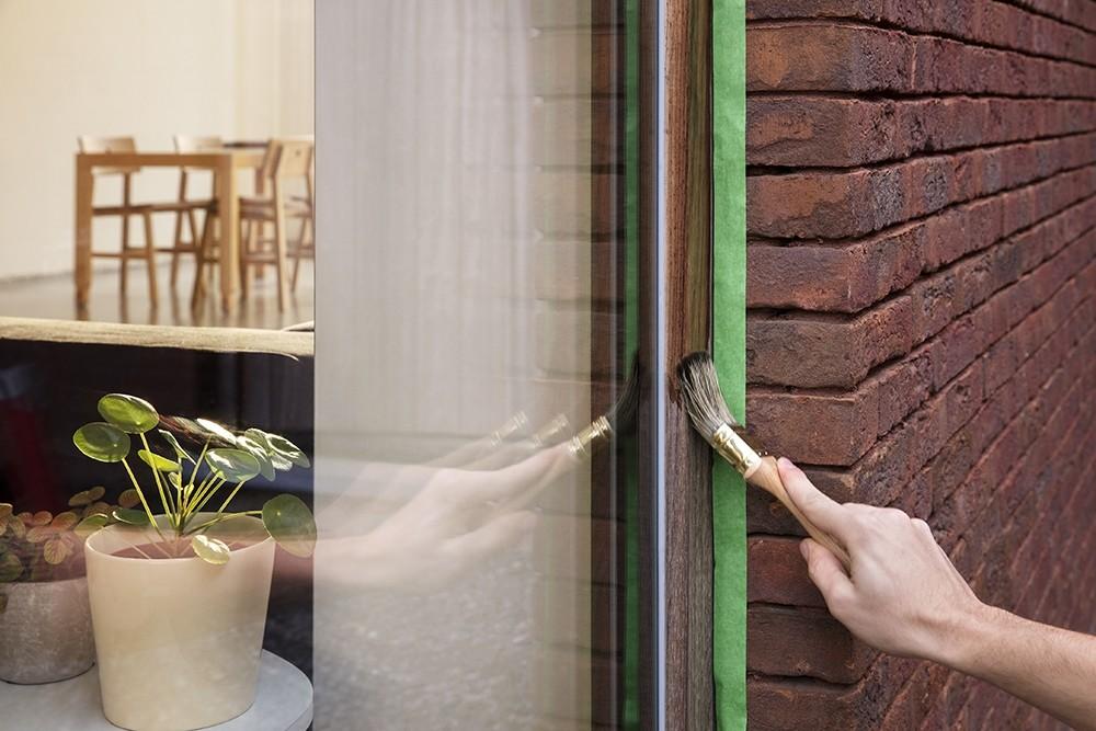 buitenmuren afplakken voor het schilderen