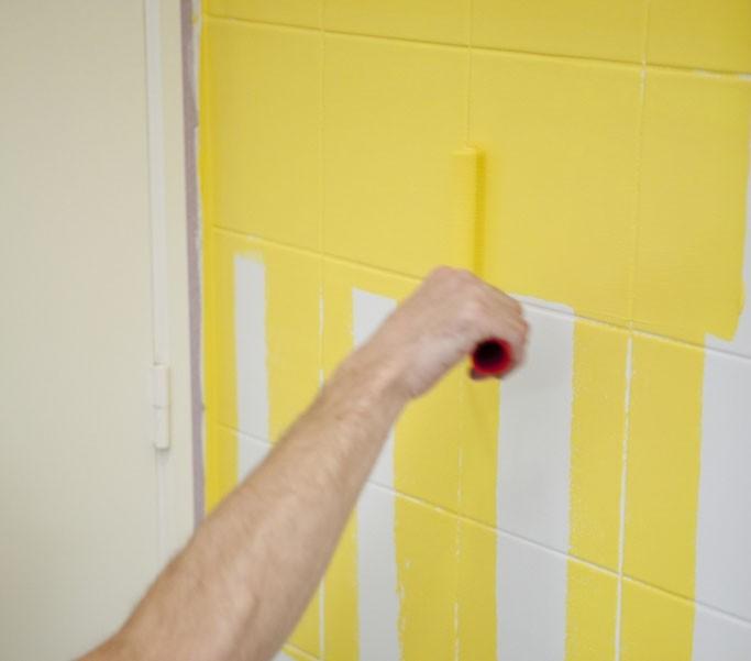 Badkamer tegels schilderen in 7 stappen - verticaal schilderen