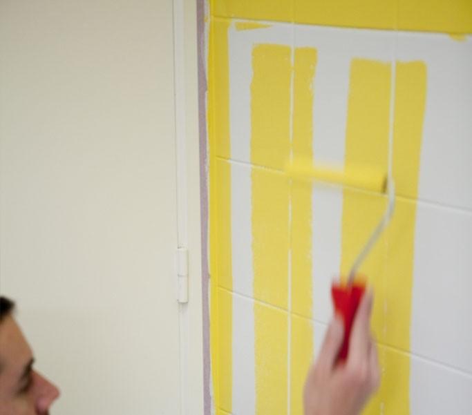 Badkamer tegels schilderen in 7 stappen - horizontaal schilderen