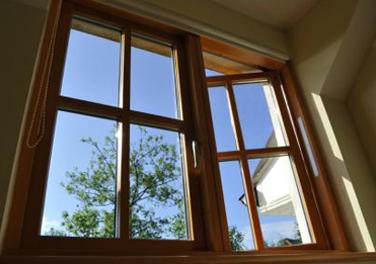 peindre-fenêtres-et-portes-en-bois