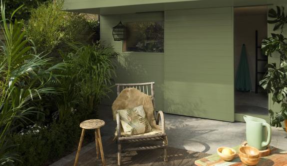 Tuinhuis opfrissen: 4 stijlen voor een tuinhuis makeover