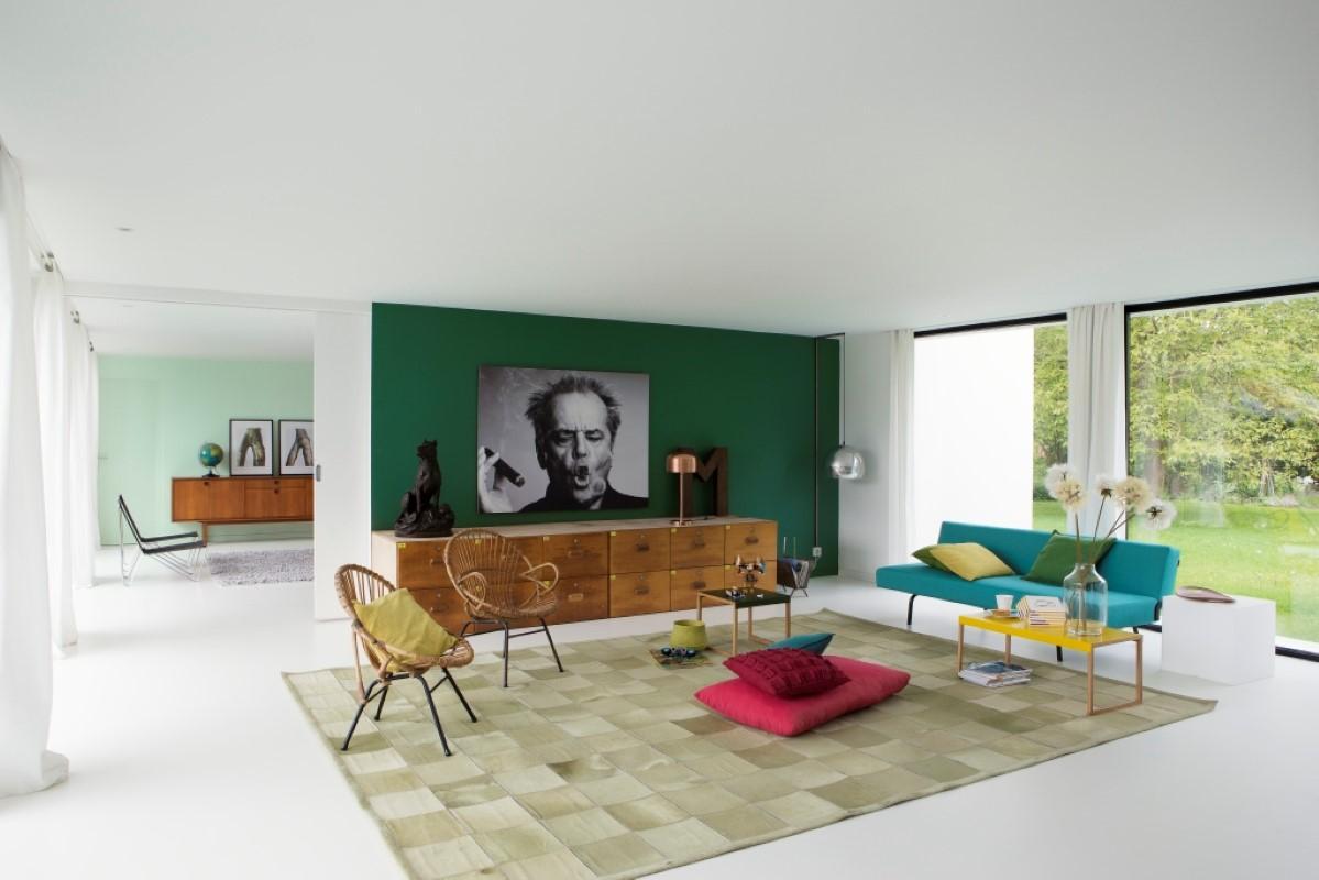 Groen In Woonkamer : Modern vintage woonkamer met groene muur d rendering beeld