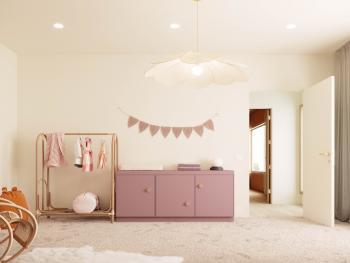 Combineer warme wit tinten met zachte rozen op meubeltjes voor een lieflijke babykamer.
