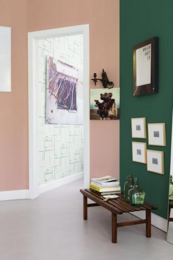 Schilder je muren roze en groen