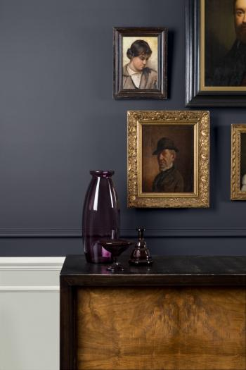 Je woonkamer schilderen in zwart