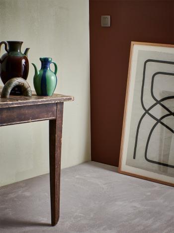 Schilder aardse tinten, de stijl blinkt uit door zijn eenvoud.
