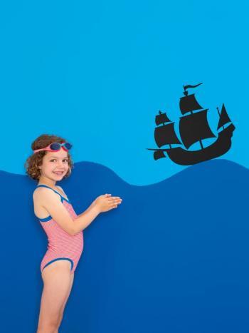 Kleef een muursticker piratenschip op je muur