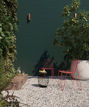 Versterk de link naar de natuur met een diepe groen kleur op je tuinmuur.