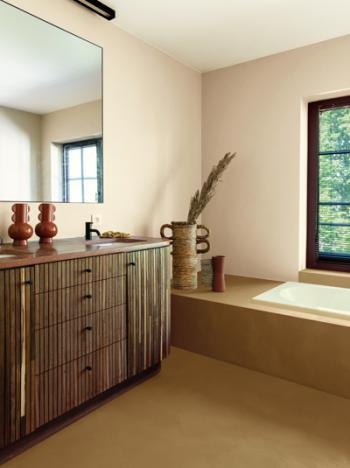 Een badkamer met persoonlijkheid in warme kleurtinten