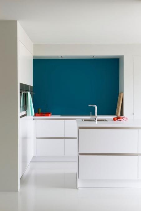 Keukenmuur blauw schilderen