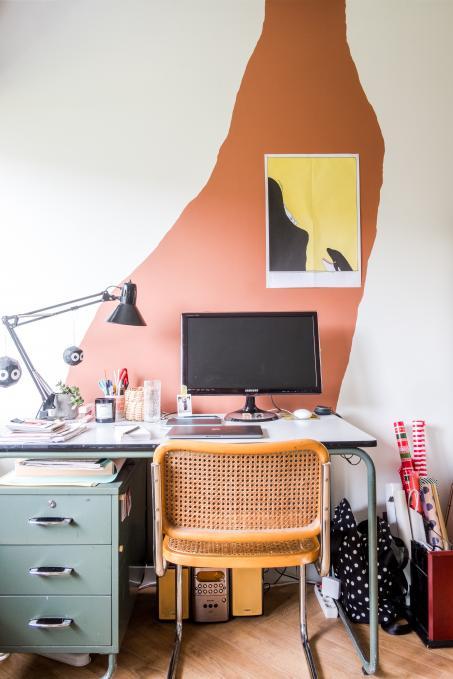 Schilder spontane vormen op de muur en maak van je bureau een creatieve plek