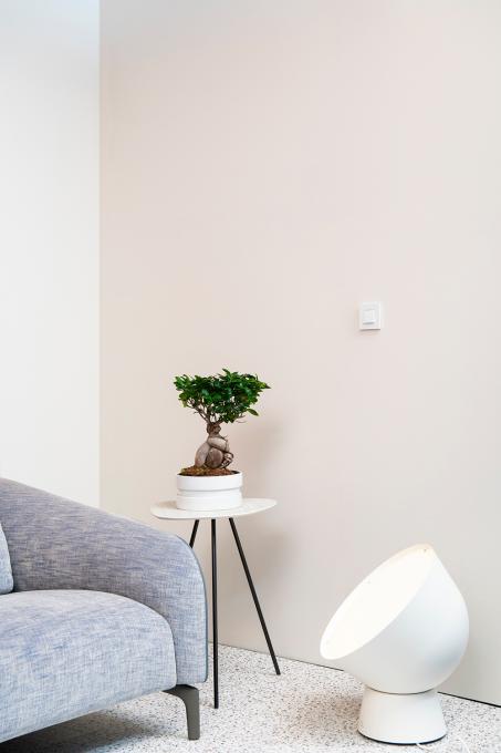 Gebruik zacht kleuren om helemaal tot rust te komen in je woonkamer.
