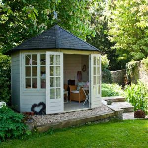 Een tuinhuis herschilderen: hoe doe je dat?