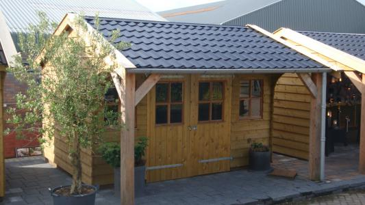 Een nieuw houten tuinhuis schilderen: stappenplan