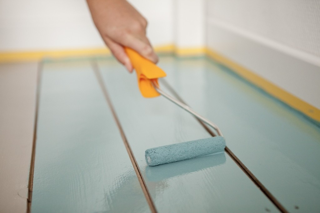 Hoe schilder je een houten vloer colora be