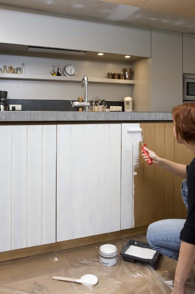 primer aanbrengen bij schilderen keukenkast