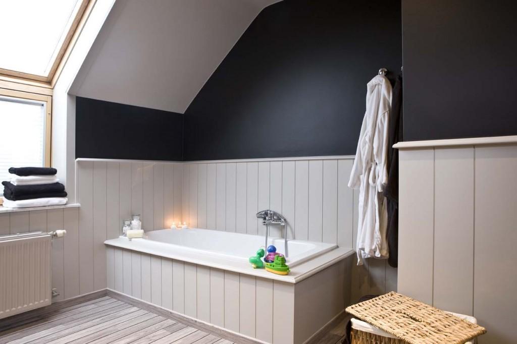 Blog - Vliesbehang in de badkamer: doen of niet? - colora.be